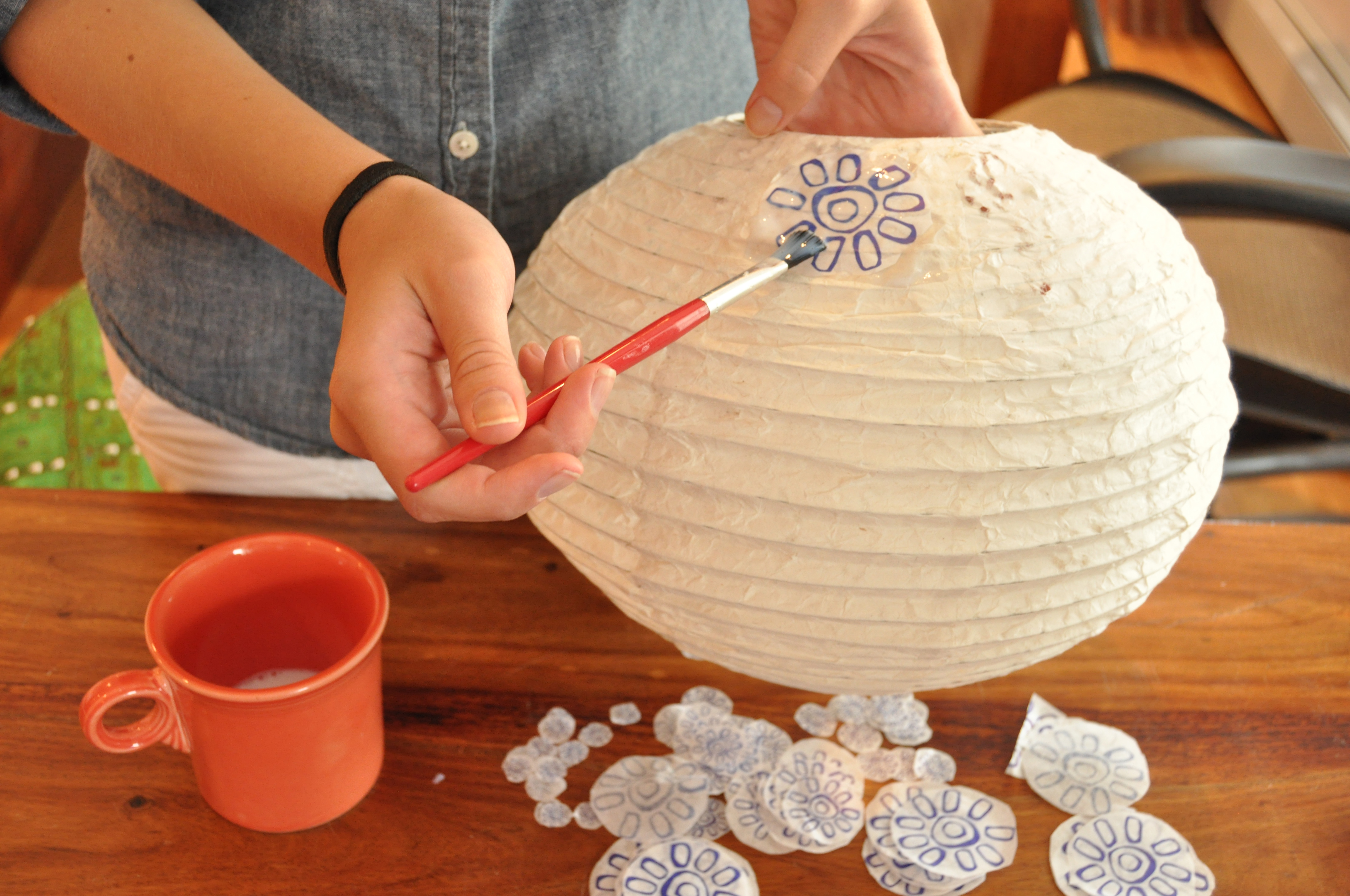 Mexicali Diy How To Decorate A Plain Paper Globe Lantern Mexicali